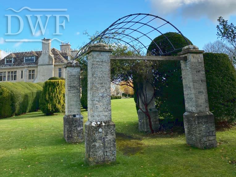 traditional-forged-swellings-tenoned-punched-bars-ironwork-archway